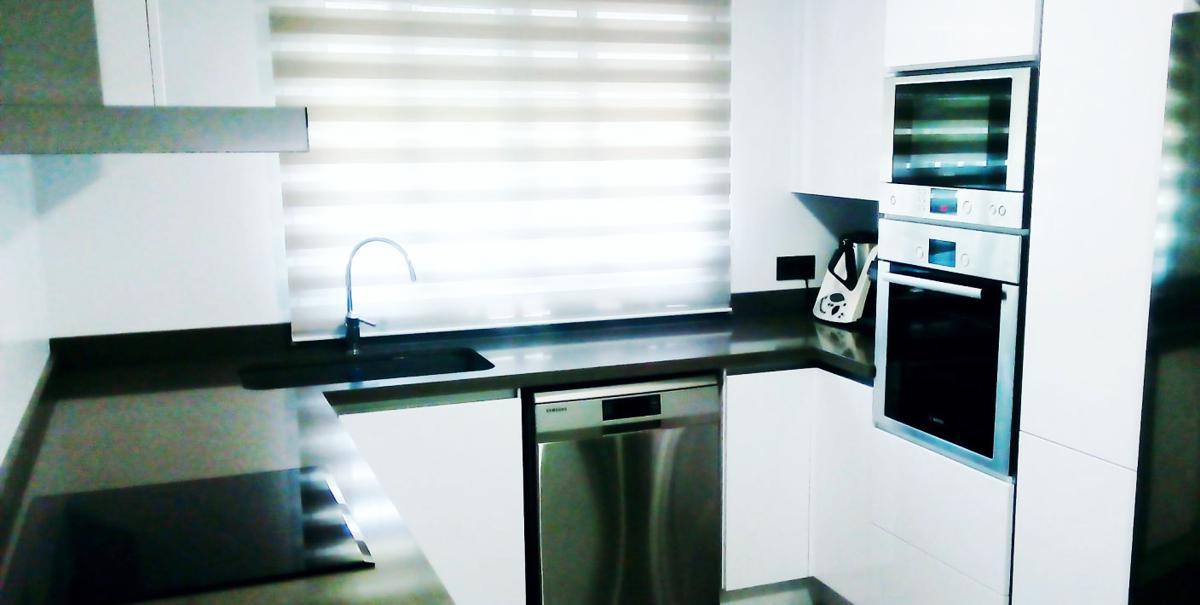 Estado final de reforma de cocina realizada en Manises con muebles alemanes