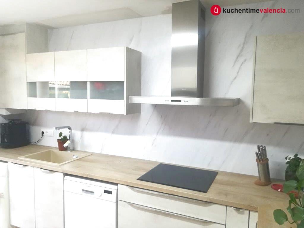 Vista general de la cocina reformada por KüchenTime en Lliria